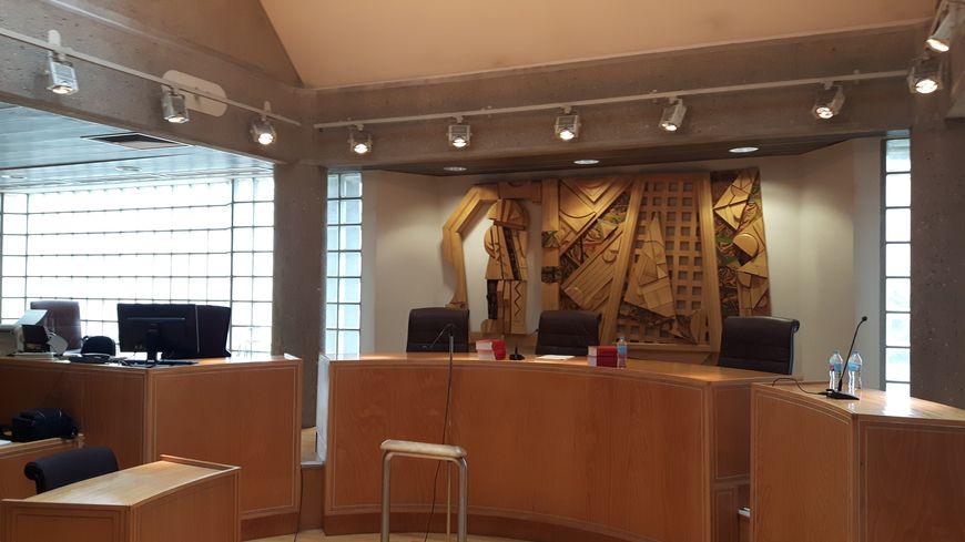 Une salle d'audience du tribunal de grande instance de Clermont-Ferrand