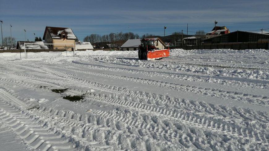 Les bénévoles passeront après le chasse-neige sur ce terrain en herbe.