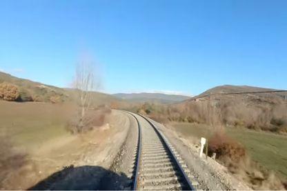 3h45 de rails, de paysages et de passages en gare. Quelqu'un a-t-il regardé la vidéo en entier?