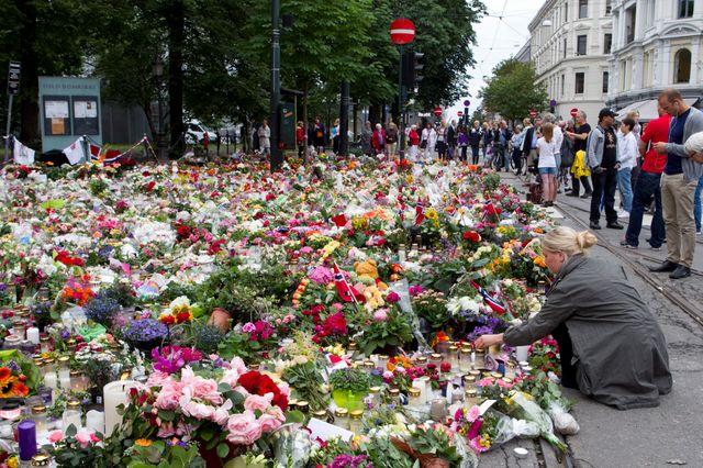 Des fleurs pour les victimes d'Utoya à Oslo