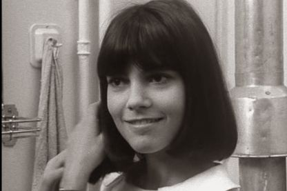 """Après avoir vu Chantal Goya à la télévision, Jean-Luc Godard lui offre un rôle dans """"masculin féminin"""", un film interdit aux moins de 18 ans, sorti en 1966."""