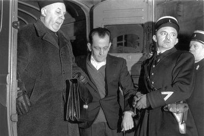 Guy Desnoyers et l'aumonier Baudricourt lors de l'affaire du curé d'Uruffe à la cour d'assises de Nancy le 24 janvier 1958