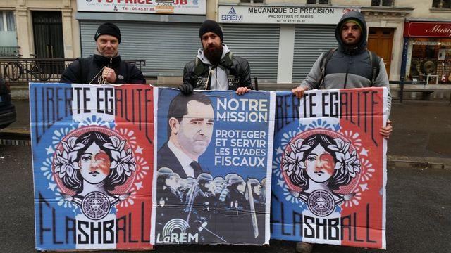 Des manifestants dénoncent les violences policières. 19/01/2018, Paris.