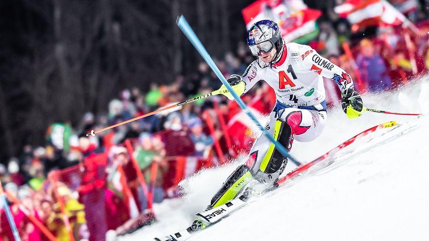 Ce mardi soir, Alexis Pinturault a pris la deuxième place du slalom nocturne de Schladming (Autriche), épreuve remportée par l'autrichein Marcel Hirscher.