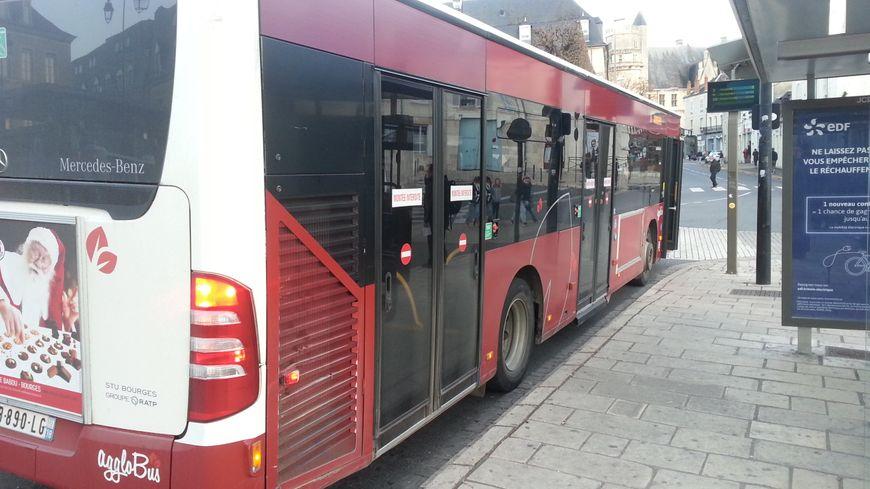 Le dispositif d'accès pour les personnes à mobilité réduite laisse à désirer dans les bus à Bourges