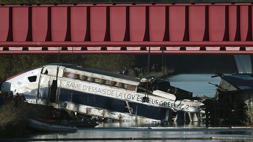 Le déraillement d'une rame d'essai du TGV Est a fait 11 morts le 14 novembre 2015.