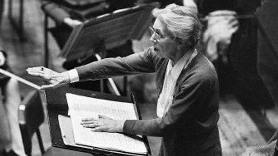 Nadia Boulanger, vers la fin du XXème siècle, l'une des pionnières à la direction d'orchestre