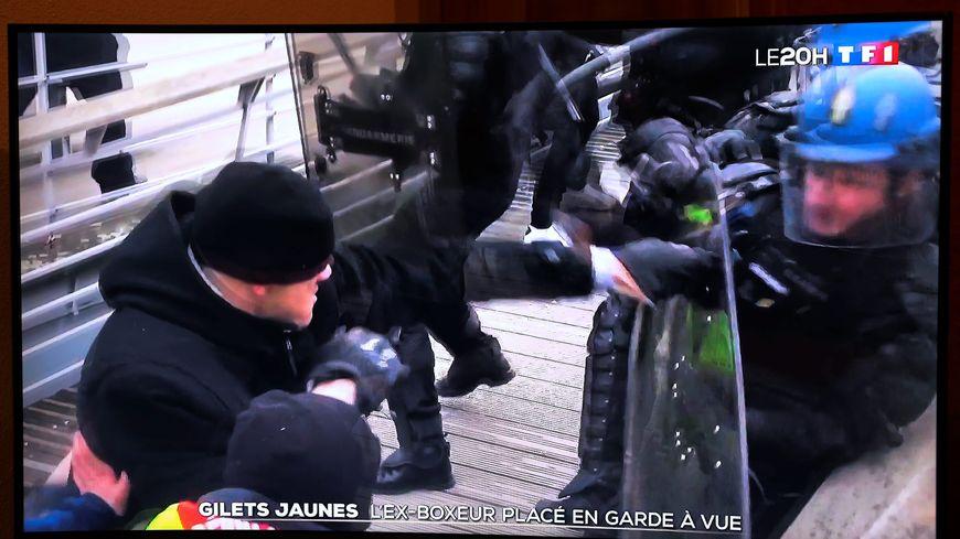 Christophe Dettinger à la manifestation des Gilets jaunes le 5 janvier 2019 (copie d'écran).
