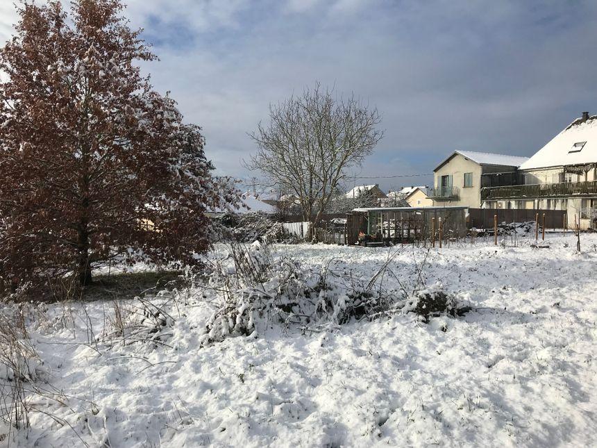 Les jardins recouverts de neige à La Coquille.