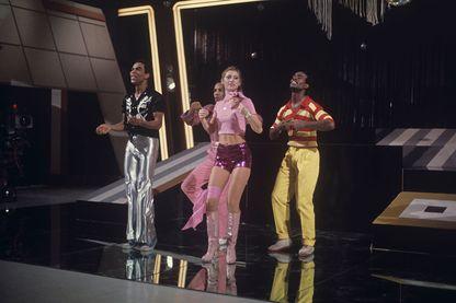 """Sheila et B. Devotion sur scène pour l'émission télévisée """"Noi no"""""""