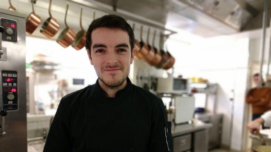 Jo Stannard dans les cuisines du Relais du Gué-de-Selle