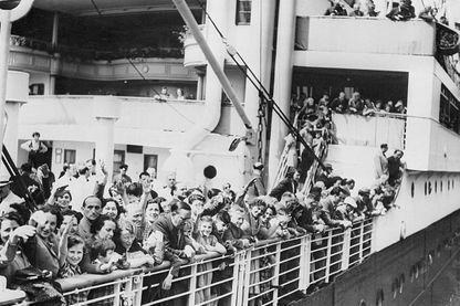 Réfugiés juifs à bord du Saint-Louis en attente de débarquement à la Havane (1939)