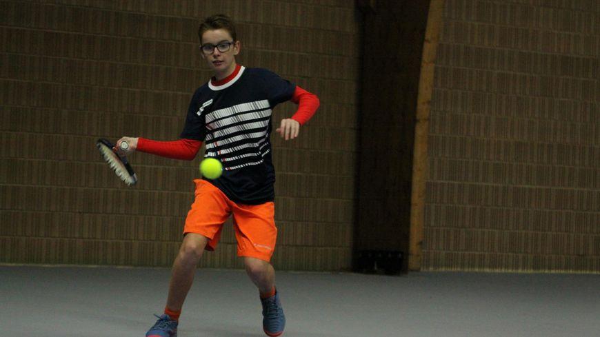 Clovis Bonnin a commencé le tennis à l'âge de trois ans à Châteauroux. Il évolue aujourd'hui au club du Poinçonnet.