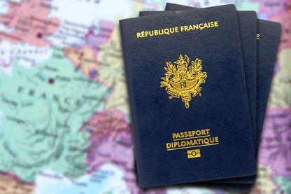 Le passeport diplomatique permet notamment de voyager plus facilement.