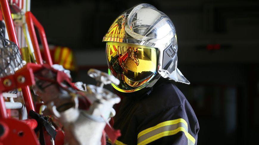 Les pompiers ont dû intervenir avec la grande échelle (illustration)