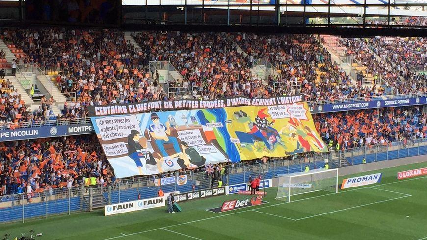 Une banderole déployée par les supporters du Montpellier Hérault lors du derby face à Nîmes