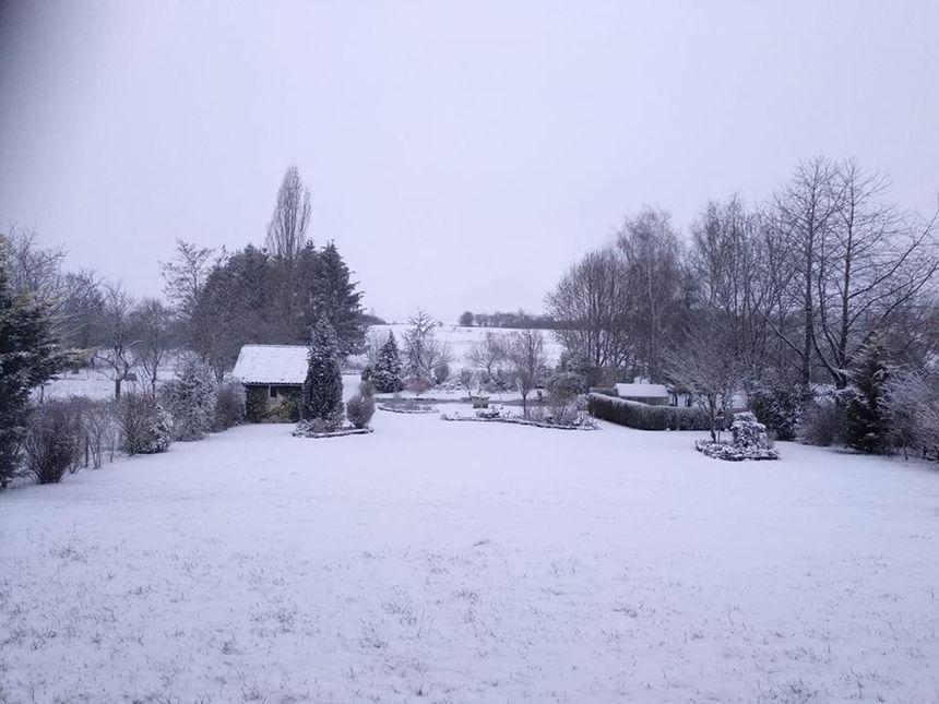 Un manteau déjà bien blanc à 8h ce matin à Ste Barbe chez Christelle