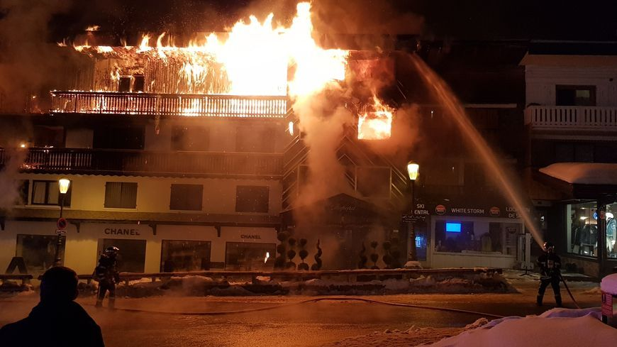 L'incendie du bâtiment d'hébergement des saisonniers à Courchevel 1850, Savoie -