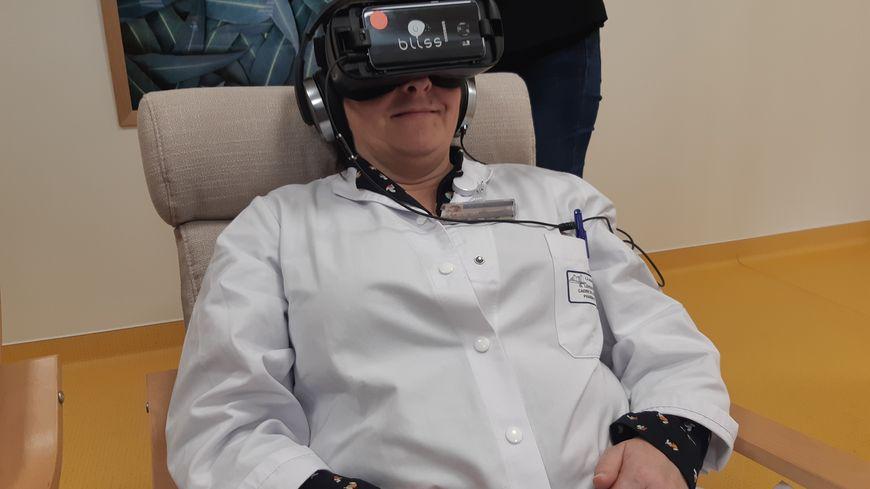 Le centre  hospitalier de Saint-Lô dispose, depuis le 10 décembre 2018, de huit casques de réalité virtuelle.