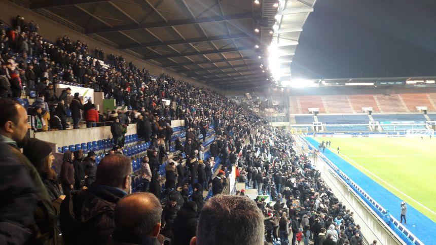 Plus de 6500 supporters du petit poucet alsacien sont venus voir le choc Olympique Strasbourg face à l'AS Saint Etienne en 32e de finale de coupe de France dimanche 6 janvier 2018.