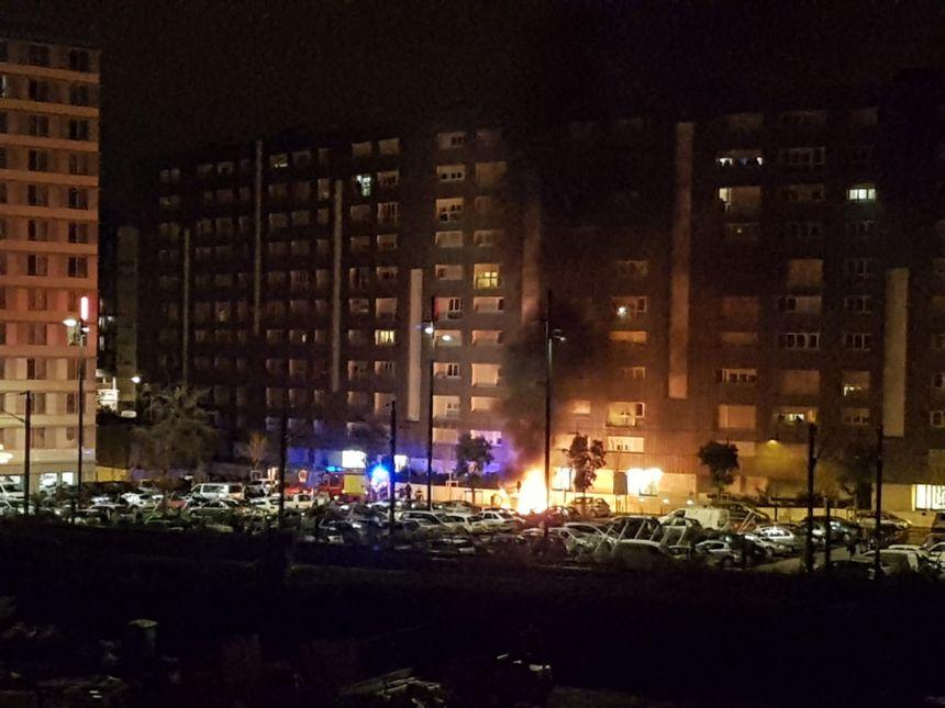 Voiture en feu à Malakoff peu avant 1h du matin.