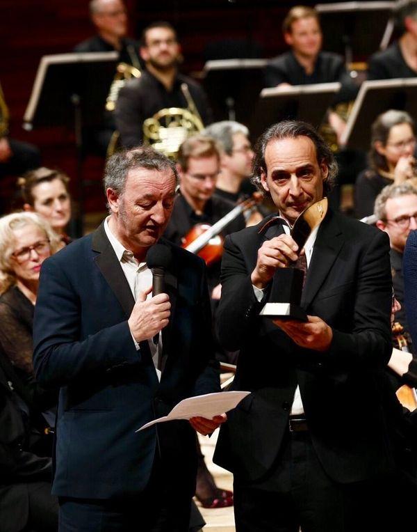 Michel Orier interprète le rôle d'Alexandre Desplat - sans voix temporairement - et suite à une opération des cordes vocales