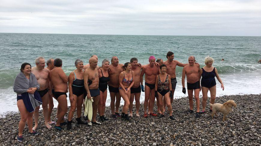 Certains se baignaient pour la première fois, d'autres sont des habitués