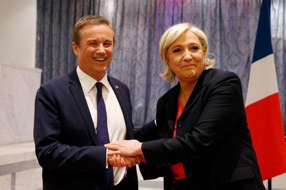 Nicolas Dupont-Aignant et Marine Le Pen le 29 avril 2017, lorsqu'ils étaient alliés pour le second tour de l'élection présidentielle. Aujourd'hui rivaux, ils attaquent séparément le traité d'Aix-la-Chapelle.