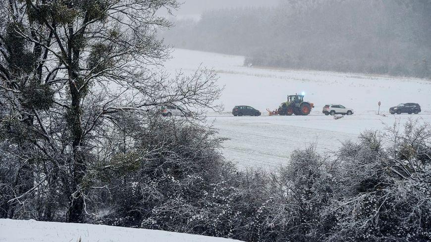 Il a beaucoup neigé sur de nombreuses routes dans la nuit de mardi à mercredi.