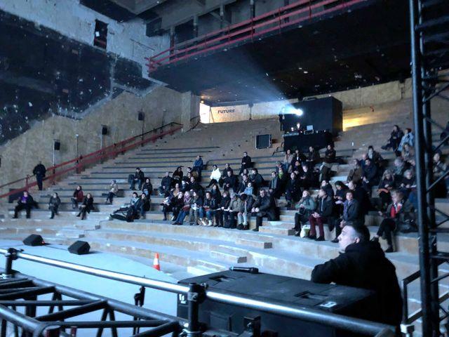 La salle du Théâtre de la Ville de Paris accueille l'une des projections de DAU