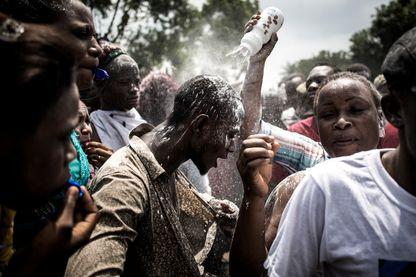 Des partisans de Felix Tshisekedi célèbrent la victoire de leur candidat à la présidentielle en RDC le 10 janvier 2019.