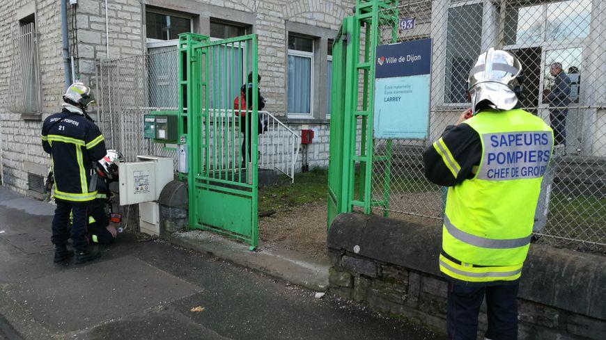 Les pompiers sont intervenus ce jeudi matin pour une odeur suspecte au sein de l'école élémentaire Larrey à Dijon