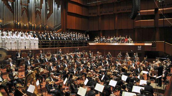Le HR Sinfonieorchester dirigé par Paavo Järvi en 2009 dans le Vieil opéra de Francfort