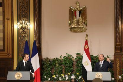 Les présidents français et égyptien, Emmanuel Macron et Abdel Fatah Al-Sissi, au cours d'une conférence de presse au Caire, lundi 28 janvier 2019.