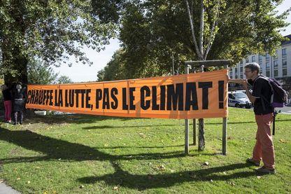 Bannière affichée par des zadistes devant la préfecture de Nantes en octobre dernier
