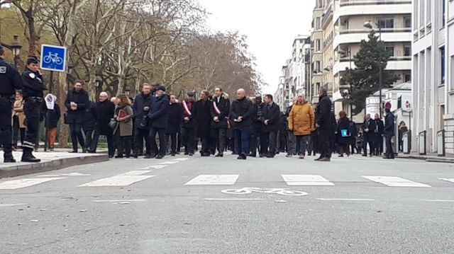 La délégation officielle, sur le boulevard Richard-Lenoir, à Paris