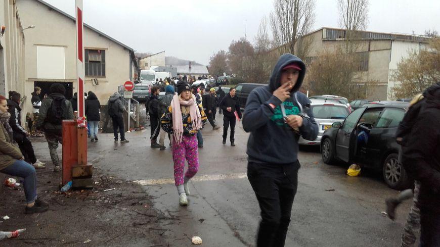 Plusieurs milliers de fêtards ont occupé l'ancienne usine de Saint-Gobain PAM de Liverdun (Meurthe-et-Moselle).