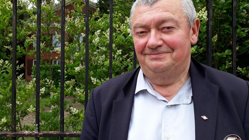 Le maire de Vimoutiers, Guy Romain, invite de jeunes médecins à venir s'installer dans sa commune.