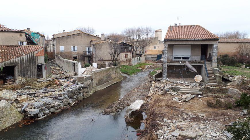 Il y a encore beaucoup d'habitations en ruine dans le centre de Villegailhenc