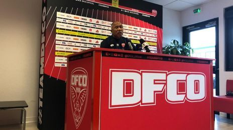 Antoine Kombouaré pendant la conférence de presse avant le match contre Monaco