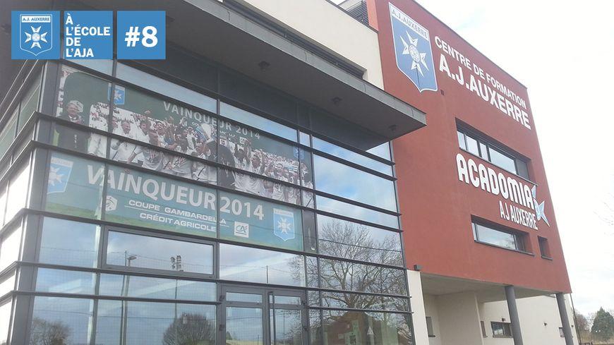 L'AJA fière d'afficher son dernier succès en coupe Gambardella sur la façade de son centre de formation
