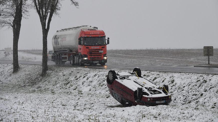 Il peut être très dangereux de prendre sa voiture en cas de fortes chutes de neige.