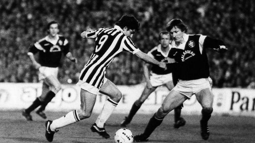 Léonard Specht face à Paolo Rossi lors de la demi-finale de la coupe d'Europe des clubs champions 1984-85 entre Bordeaux et la Juventus.