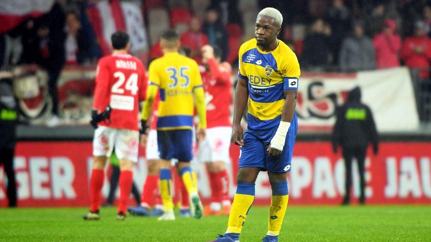 La déception de Jeando Fuchs, le capitaine du FCSM, après la défaite 1-0 à Brest