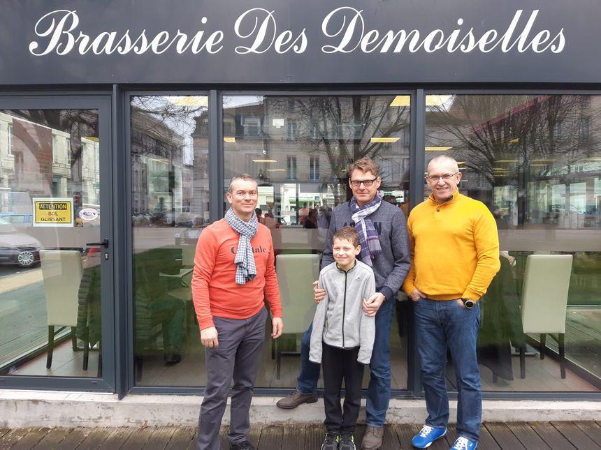 L'âme des Demoiselles de Rochefort n'a pas quitté la ville. Sur la place Colbert, une brasserie en porte le nom.
