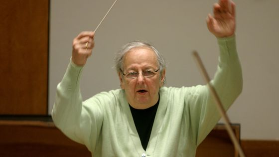Andre Previn rehearsing Strauss's 'Symphonia Domestica' with the Juilliard Orchestra at the Juilliard School on Monday morning, April 9, 2007.