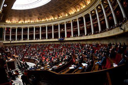 Quinze anciens et actuels députés et sénateurs sont dans le collimateur de la justice