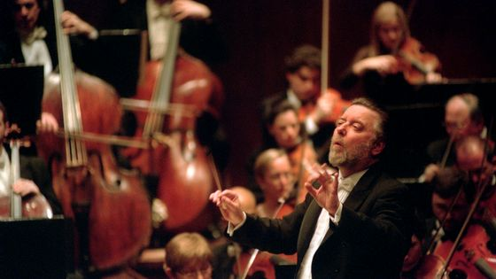 Sir Andrew Davis avec le New York Philharmonic au Avery Fisher Hall le 12 janvier 2002