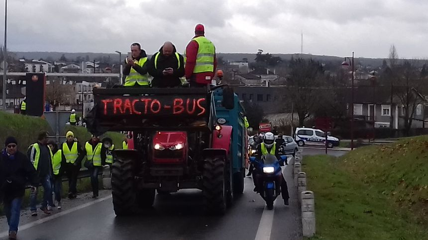 Un camion inattendu pour sécuriser la chaîne humaine