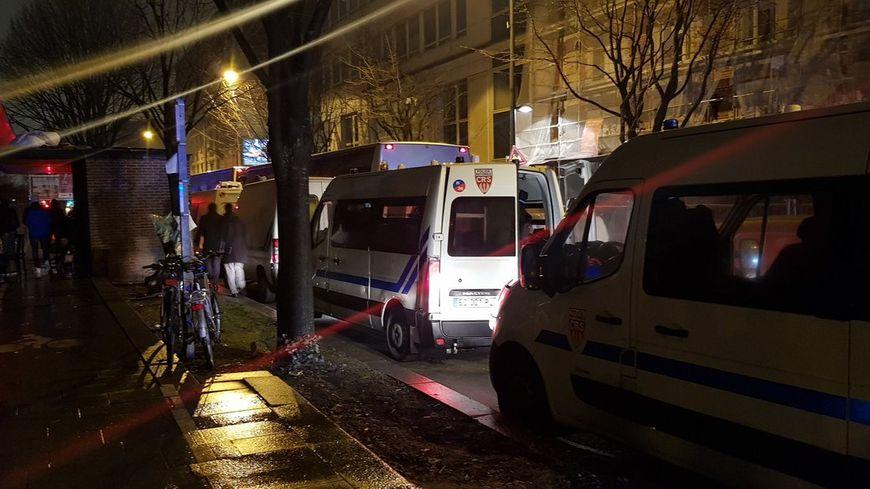 Evacuation de migrants à Saint-Denis ce vendredi.